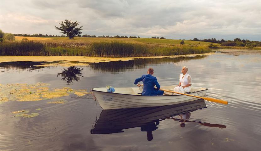 Pruutpaar Küla Villas - romantiline paadisõit järvel