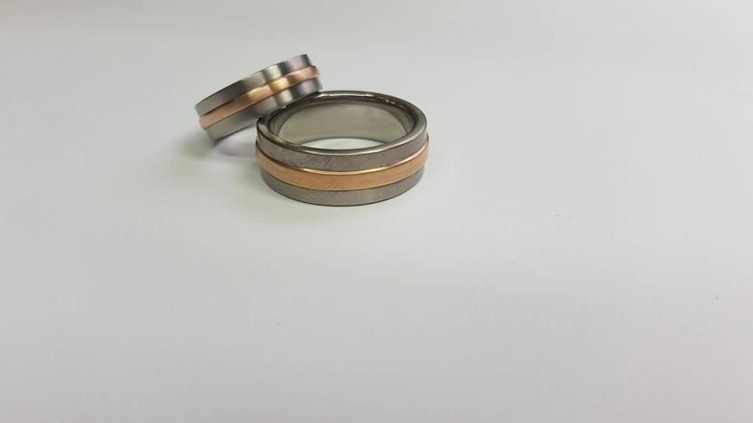 Titaanist ja kullast käsitööna unikaalsed abielusõrmused ja ehted.